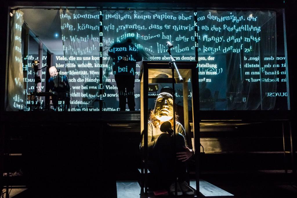 "Maskenbau zu ""Performing Embassy of Hope"" am Thalia Gauss"
