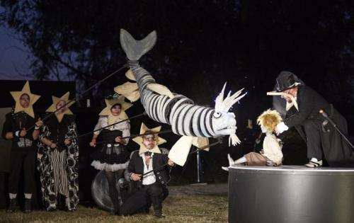 """Puppen Bühne und Objekte- Ausstattung """"La Luna – Eine Reise zum Mond"""", Open Air Theater auf dem Ziegenwerder, Co- Produktion des Theater des Lachens, Weiten Theater Berlin, Teatr Animaccii Poznan, Regie: Alexei Leliawski"""